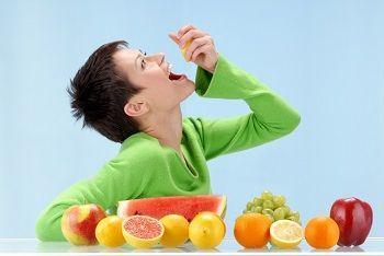 Cum se mănâncă fructele? Care sunt combinațiile permise de fructe?      Oamenii nu ştiu când şi cum se mănâncă fructele. Corpul nostru strigă disperat după fructe. Fructul este mâncarea cea mai energizantă binefăcătoare dătătoare de viaţă de confort şi de armonie care există. Fructele sunt alimentul cel mai important cel mai bun şi totodată cel mai potrivit sructurii noastre. Strămoşii noştri au mâncat numai fructe zeci de milioane de ani. Mâncarea pe care o consumăm lasă urme pe dinţii…