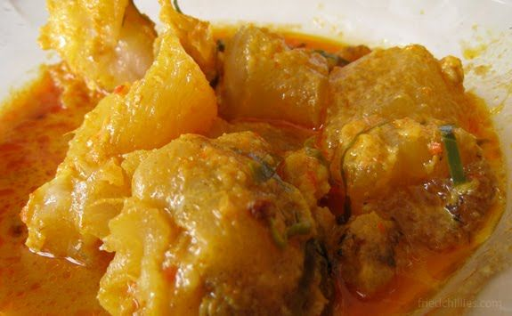 GULAI TUNJANG or Cattle foot tendon, skin, or beef cartilage curry (IPadang food/West Sumatra, INDONESIA)