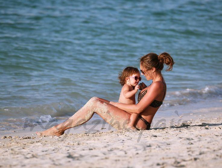 Tamara Ecclestone, una mamá muy sexy en las playas de Dubai