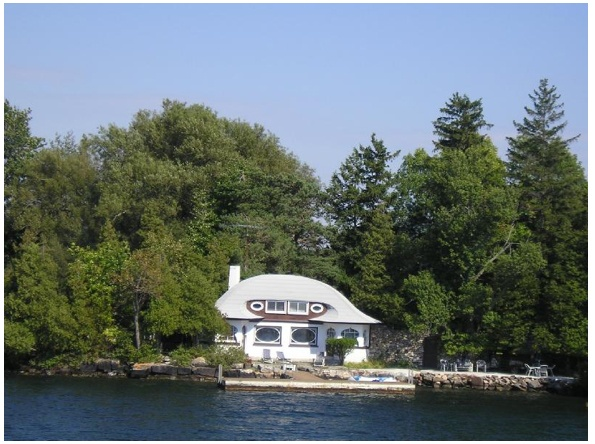 In celebration of Canada Day and the 4th of July, I thought I would do a post on the tiny houses of the Thousand Islands, which is the name of an archipelago of islands that straddle the U.S.-Canada border in the Saint Lawrence River as it emerges from the northeast corner of Lake Ontario.
