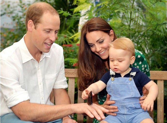 Напомним, что первый ребенок Уильяма и Кейт и наследник британского престола Принц Георг появился на свет 22 июля 2013 года. Как только Герцогиня начала вновь выходить в свет, новости о том, что она снова беременна, стали обсуждаться в прессе с завидной регулярностью. Каждый раз слухи опровергались представителями королевской четы. И вот, наконец, все сомнения развеяны – в начале следующего года Герцог и Герцогиня Кембриджские во второй раз станут родителями.