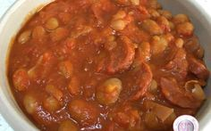 Ricetta zuppa piccante con salsiccia e fagioli Che ne dite stasera di una zuppa piccantissima con fagioli e salsiccia? Molto buona, semplice e veloce da preparare, questa zuppa può essere servita come piatto unico, come contorno, secondo oppure p #ricette #cucina