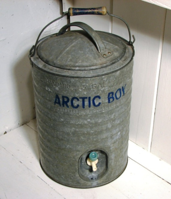 A vintage water cooler for my rustic barn wedding and reception.: Rustic Barns Wedding, Vintage Water, Water Coolers, Galvanized Coolers, Coolers Artic, Barn Weddings, Galvanized Water, Vintage Galvanized, Artic Boys