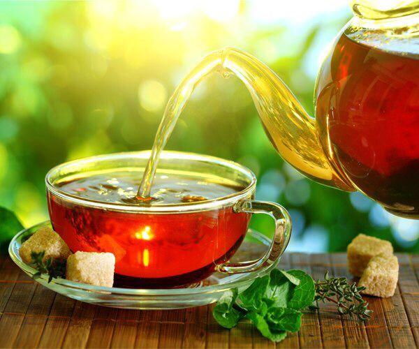 Простой способ снизить риск инфаркта и инсульта  Американские ученые выяснили, что всего одной чашки чая в день достаточно для снижения риска инфаркта на 35%.  Чай помогает снизить отложения кальция в коронарных артериях вокруг сердца, чем и объясняется его удивительный профилактический эффект. Это воздействие чая, возможно, объясняется флавоноидами — антиоксидантами, предотвращающими клеточные повреждения.  #ЦентральнаАптека #Аптека #чай #инфаркт #инсульт