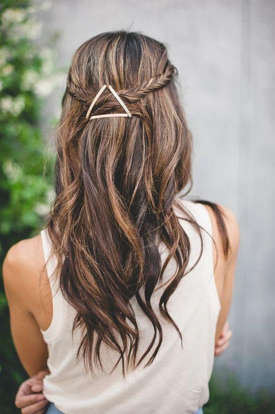 Un accessoire = plusieurs coiffures canon ! L'épingle à cheveux est un basique de votre salle de bain, mais savez-vous tout ce qu'elle...