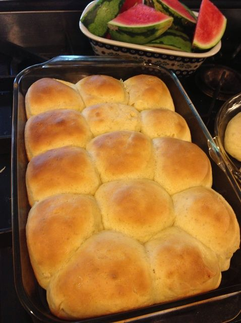 Roll into the holiday party with these no-fail super easy dinner rolls. #snapguide #contest