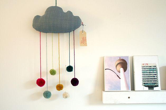 Mobile pom pom wolke mobile cloud by tante tin via childrens rooms pinterest - Pompoms kinderzimmer ...