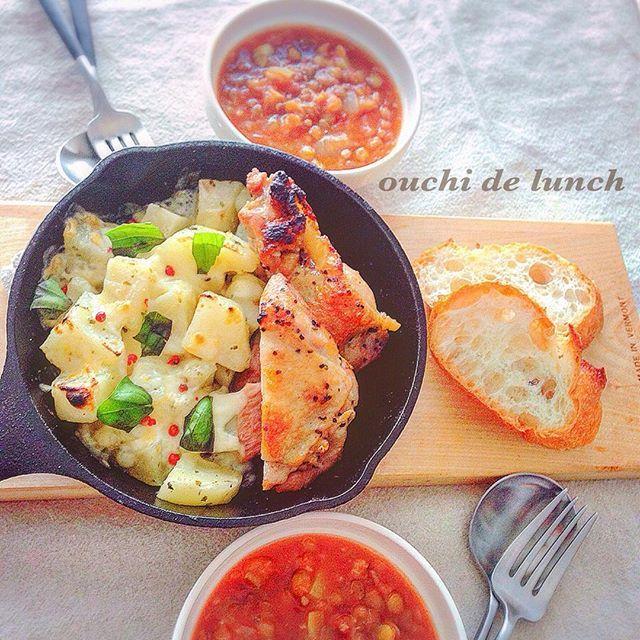 mamivalon1☺︎☺︎ レンズ豆のスープで昨日の おうちランチ ・ チキンを焼くとその肉汁で ポテトは絶対焼いちゃう(๑ˇεˇ๑) ポテト大好き☺︎ ・ チキンは色々なハーブを入れて作ったハーブソルト焼き ・ ポテトはチーズとバジルのせて ピンクペッパーは可愛いからのせました笑⑅◡̈* ・ ・ 明日から暖かくなるかなぁ•¨*•.¸¸♪ ・ ・ #日々#日常#暮らし#くらし#暮らしを楽しむ#丁寧な暮らし#料理#料理写真#おうちごはん#おうちランチ#おうちカフェ#スキレット#ロッジスキレット#手料理#手作り#写真#カッティングボード#スープ#food#foodporn#foodphotography#foodinstagram#lunch#yum#yummy#photooftheday#KURASHIRU#onmytable