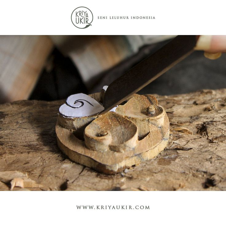 Proses pembuatan Souvenir Kerajinan Gantungan Kunci Kayu Jati Ukir