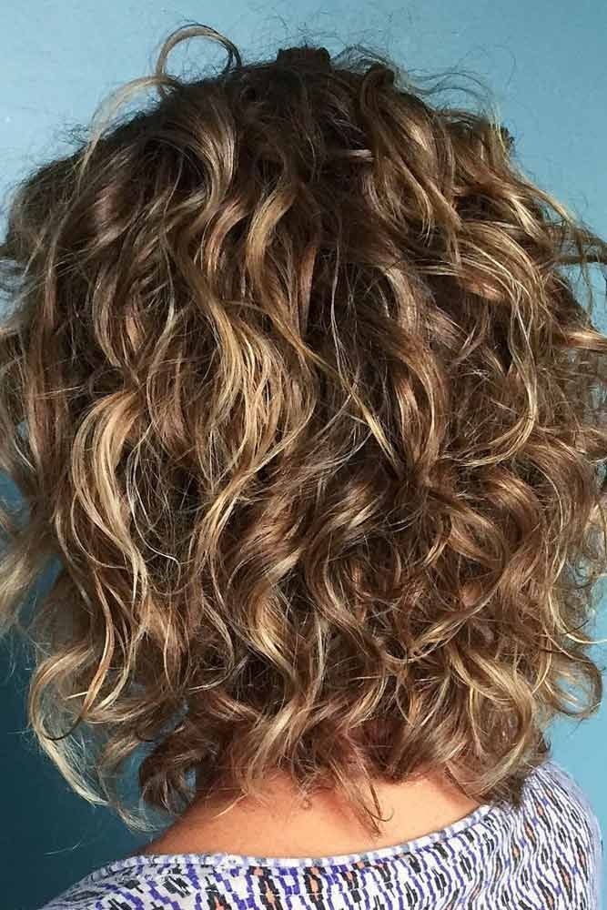 medium length wavy hairstyles