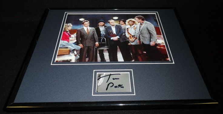 Tom Poston Signed Framed 11x14 Photo Display Newhart w/ cast