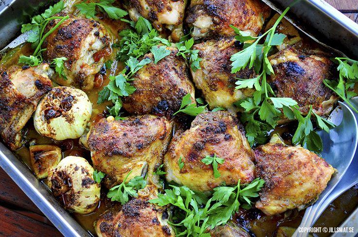 Saftig och smakrik kyckling med härliga smaker från Mellanöstern. Klassiskt är också att tillsätta torkade dadlar, fikon eller...Läs mer
