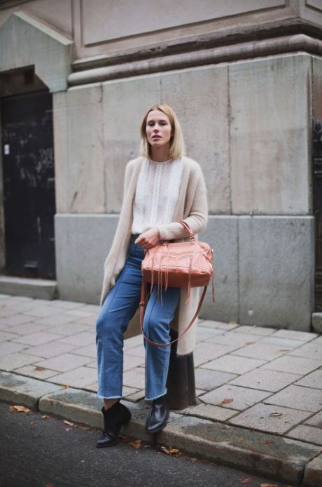 Phlox Jeans from STORM & MARIE x Marie Jedig on a rainy day in Stockholm