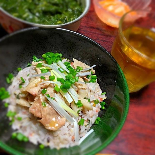 今日も簡単料理。梅しそネギ最高。 お裾分けのモロヘイヤ煮付を混ぜて食べてもうまかったです。 - 10件のもぐもぐ - 梅しそ豚丼 by palico