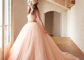 お花やリボンいっぱいの柄も可愛いけど、女の子が絶対に可愛く見える魔法のドレスは『ワンカラーパステルドレス』だと思いませんか?