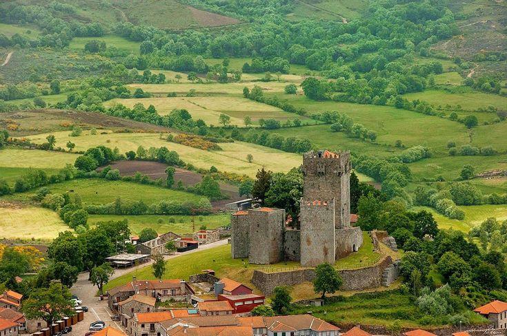 Castelo de Monte Alegre Foto Fernando Ribeiro