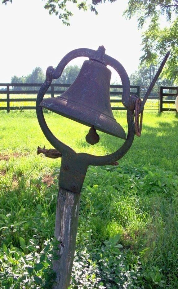 Rozhoupej zvony nad námi,řekni všem,co nemohou znát,zvoň,zvoň,zvoň,ať se oznámí,že my dva,že se budem brát...