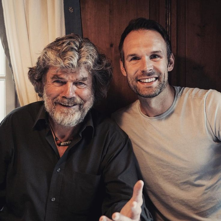 Mein Treffen mit Reinhold Messner: Legenden unter sich... okay, in Wahrheit wirst du ganz schön demütig im Gespräch mit dem Mann, der als erster Mensch ohne Sauerstoffgerät auf dem Mount Everest und allen Achttausendern der Welt stand ... Was Reinhold Messner über sein bestes Ich und seine Movitation denkt, erfährst du in meinem neuen Buch. #reinholdmessner #mounteverest #motivation