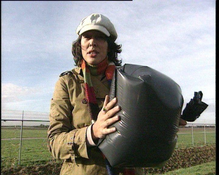 Weleens een zak lucht gevangen? Mylene legt uit wat lucht en luchtdruk is.