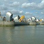 Thames Barrier, la Barrera del Támesis, un conjunto de grandes compuertas situadas aguas abajo del río y que se han convertido en el salvavidas de #Londres. http://www.guias.travel/blog/acercate-a-la-thames-barrier-el-salvavidas-de-londres/ #viajar