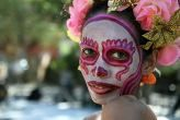 Desfile de moda en el Día de los Muertos en La Villita de San Antonio