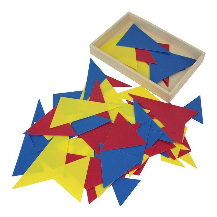 Caja de madera de haya con tapa y 63 triángulos de plástico con diferentes tamaños y formas. El grupo de triángulos se compone de 7 tipos de triángulos diferentes, cada uno en 3 colores y cada uno en 3 tamaños. Este material de lametodología Montessories perfecto para introducir al niño de forma sensorial a comprender e identificar los adjetivos. Además, se combina con el reconomiento geométrico de los diversos triángulos. Estas tarjetas son ideales comoejercicio visual, ya que el niño…