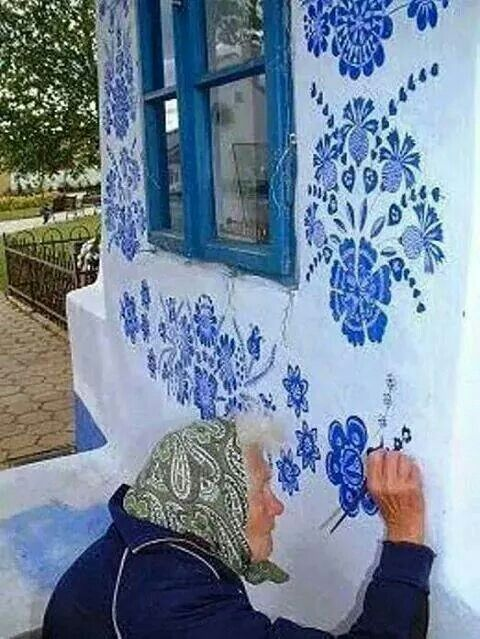 Old lady painting her wall http://www.folklorweb.cz