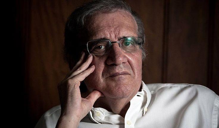 """Para o economista Luiz Gonzaga Belluzzo, a recessão atual pela qual passa o Brasil ainda vai demorar o bastante para causar mais estragos e está intimamente associada ao sistema político brasileiro; """"A recuperação da economia vai demorar muito, mas esse sistema político que está aí é um obstáculo"""", diz; como exemplo ele cita a PEC 55, que congela gastos públicos em áreas vitais como saúde e educação; """"É uma insensatez. Qualquer pessoa com inteligência acima de dois neurônios se..."""