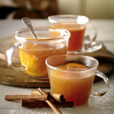 Würziger Apfelpunsch   Zutaten Für   8  Gläser 1   Bio-Orange   2 l   naturtrüben Apfelsaft   1 Päckchen   Vanillezucker   2   Zimtstangen   4   Beutel Glühweingewürz       Amaretto oder Obstler