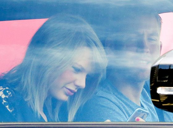 What Are Taylor Swift and Calvin Harris Looking at on Her Phone?  Taylor Swift, Calvin Harris