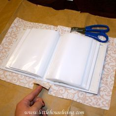 How to make your own fabric covered photo album! Perfect simple homemade gift idea, I love this!