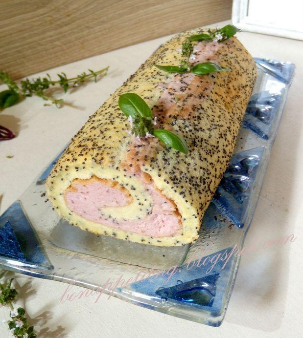 rolada makowa z kremem truskawkowo - ziołowym - dla miłośników wyrazistych  smaków (makowy biszkopt na oleju, lekki krem truskawkowy z ziołami)