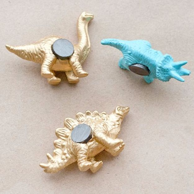 33 Cool DIYs With Spray Paint - DIY Dino Magnets - Easy Spray Paint Decor, Fun Do It Yourself Spray Paint Ideas, Cool Spray Paint Projects To Try, Upcycled And Repurposed, Restore Old Items With Spray Paint http://diyjoy.com/diy-ideas-spray-paint