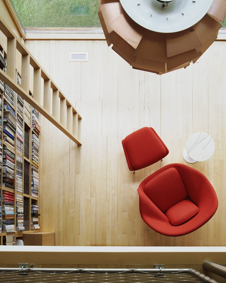 Saarinen Womb Chair and Side Table | Knoll