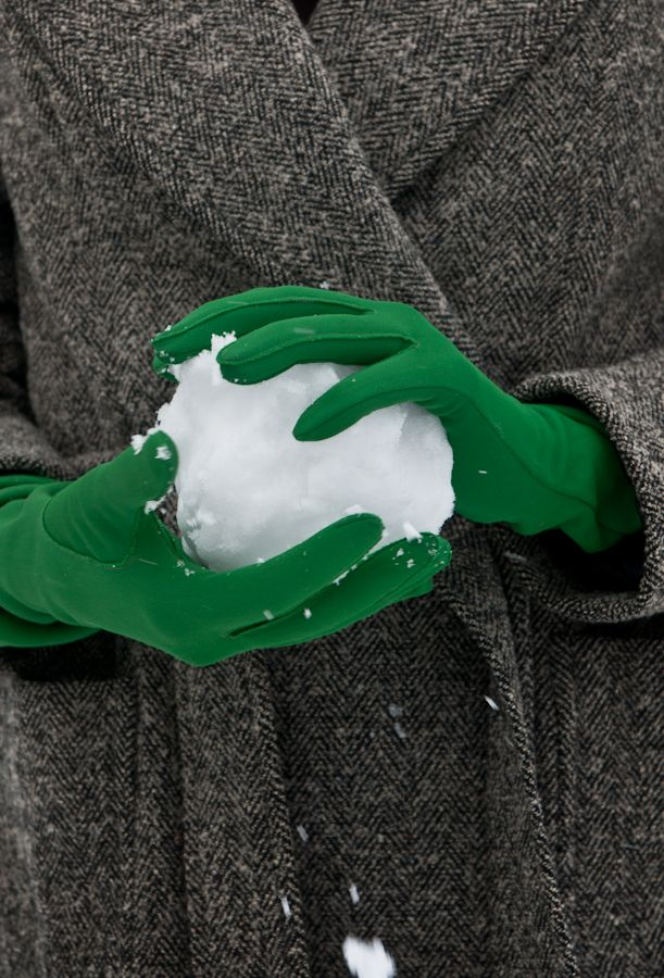 http://browndresswithwhitedots.tumblr.com/page/14 cold green gloves
