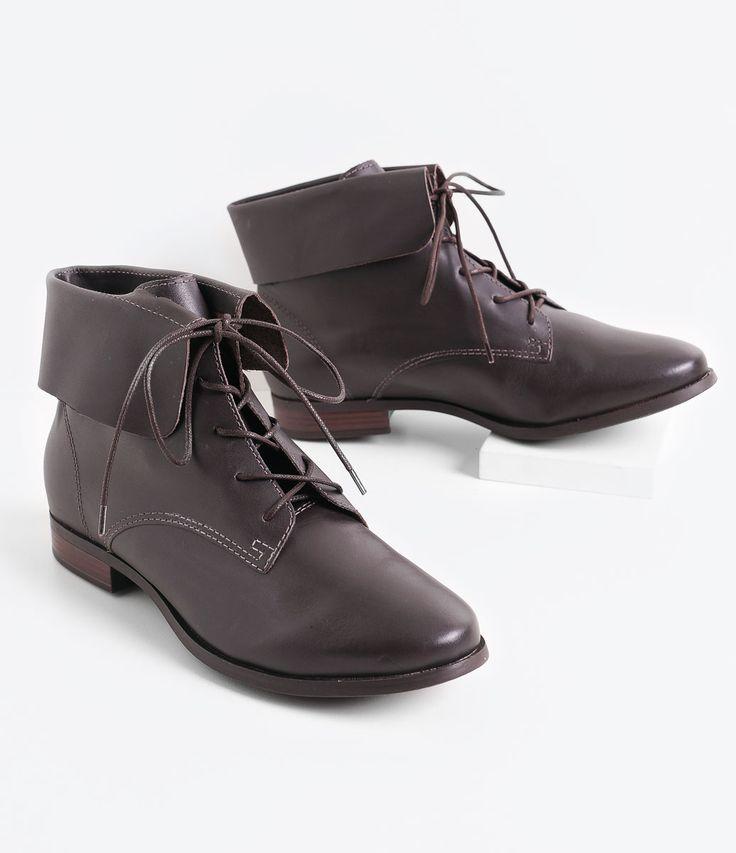 Bota feminina    Material: couro    Coturno    Salto baixo 2 cm    Marca: Bottero         COLEÇÃO INVERNO 2016         Veja outras opções de    botas femininas.                Sobre a marca Bottero           A Bottero é uma das maiores fabricantes de calçados femininos do país. Seu objetivo é oferecer sapatos femininos com design, conforto e qualidade dentro do mesmo produto. Aqui nas Lojas Renner você encontra diversos modelos de sapatos femininos da Bottero como sapatilhas, scarpins…