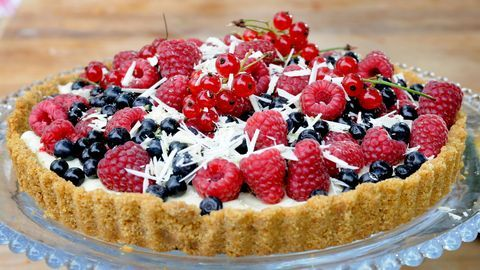 Bärpaj med vit choklad. SWE/ Berry pie with white chocolate. Bake without oven. A favorite pie of raspberries and blueberries or strawberries or blackberries.
