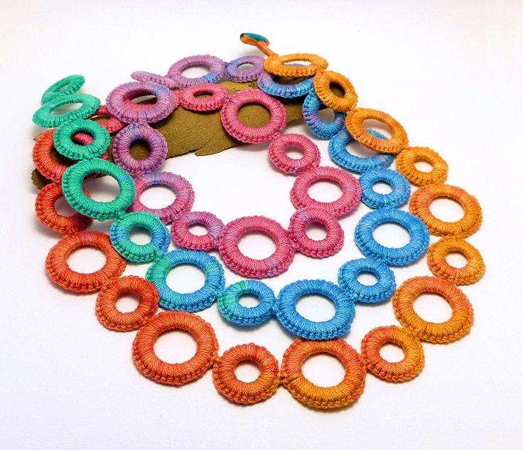 hosszú horgolt nyaklánc türkizkék, zöld, rózsaszín, lila és narancssárga színekben / long crochet necklace in turquoise, green, pink, purple and orange colors