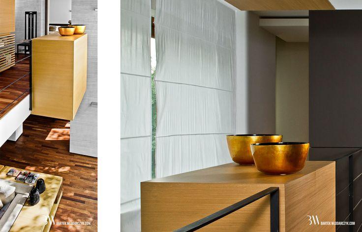 Wnętrze domu z antresolą, w tle krzesło MA64 Charles Rennie Mackintosh. www.bartekwlodarczyk.com