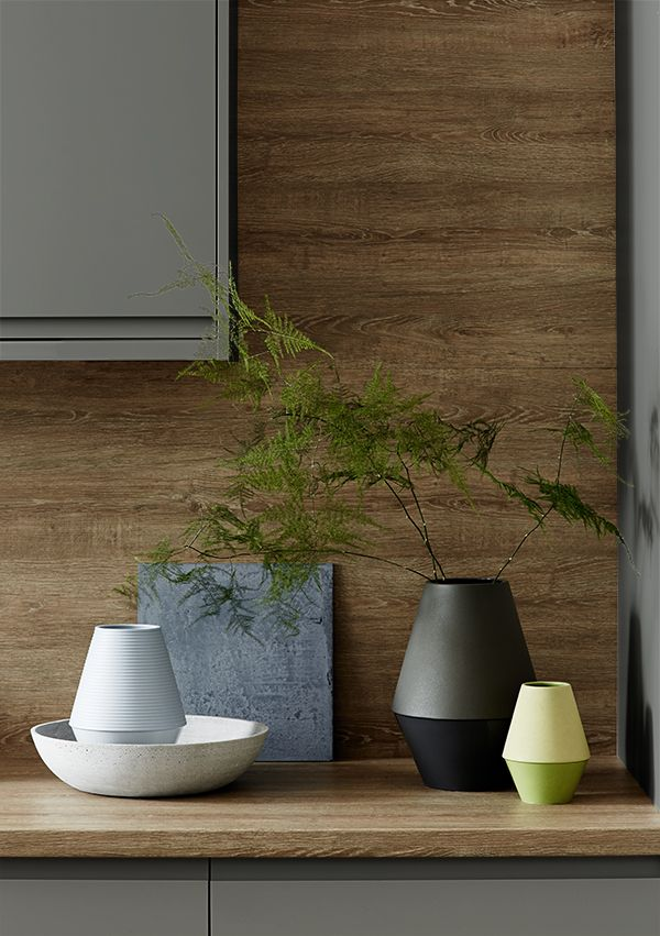 Use our linear oak worktop as a backboard to to complete look.  It gives a warm addition to the contemporary modern look of the Clerkenwell Matt Slate Grey kitchen range.