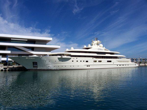 Dilbar – $256 millions  Le Dilbar a été construit en 2008 par la société Lürssen Yachts pour le compte du milliardaire russe Alisher Usmanov