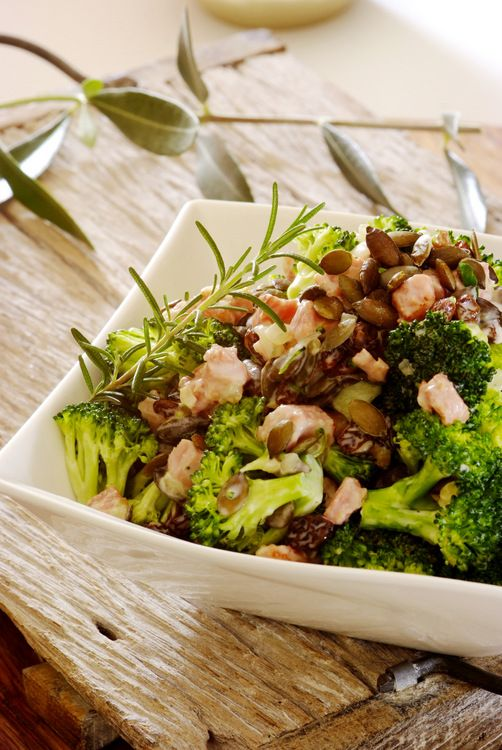 Broccoli, Bacon & Raisin Salad: packed with flavour, this versatile salad is great for serving at summer braais!  #salad #recipes #braai