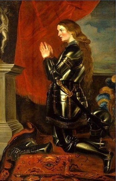 잔 다르크의 초상 - 루벤스 作(1618년-1620년) 갑옷을 입었지만 길고 탐스러운 머리와 볼에 띤 홍조가 잔 다르크가 아름다운 처녀라는 느낌을 준다. 하지만 실제로 그녀는 머리를 짧게 자르고 평소에도 남장을 하는 등 여성스러운 모습은 최대한 배제했다고 한다. 이는 신이 내린 명령을 완수하겠다는 의지의 표현이었고, 자신을 지키기 위한 수단이었다고 한다.