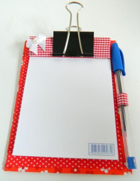 Bloquinho de anotacões com prancheta, confeccionado em tecido 100% algodão, em técnica de cartonagem; acompanha caneta. Ideal para presentear no dia dos pais. MEDIDAS: 10CM DE LARGURA X 14CM DE ALTURA R$ 13,20
