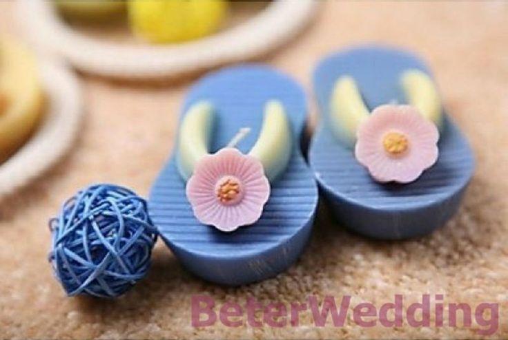 het perfecte paar miniatuur flip flop drijvende kaarsen        Dine Unikt bryllup favoriserer 上海倍乐婚品 http://aliexpress.com/store/512567  #bryllup #bruder #gaver #beterwedding