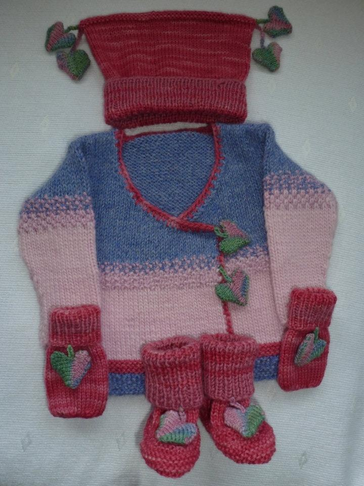 Baby set made especially for a dear friend, who was about to become a grandma for the first time... (2012)