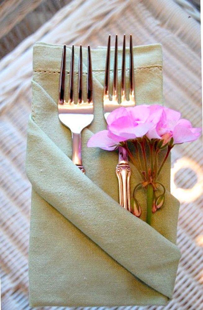photo tafeldecoratie-servetten-vouwen-voor-op-tafel-bruiloft-fancy_zpsa4141610.jpg