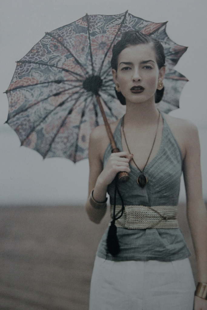 Can't help but love this retro glam look, and with unpredictable derby weather the parasol will come in handy.