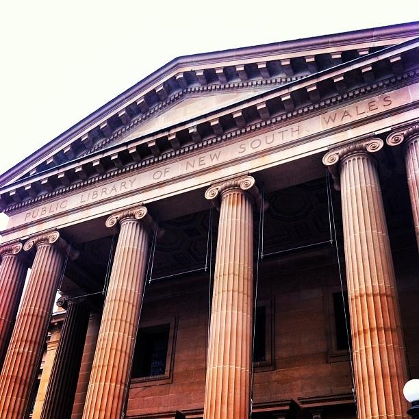 .@e_leni   #library #statelibrarynsw #sydney #architecture I wasn't visiting for pleasur...