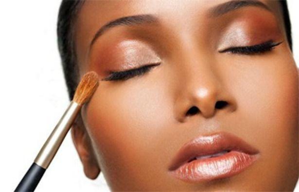 In deze post geef ik je 10 tips voor het kopen van make up voor de donkere huid. Waar moet je op letten en wat zijn de do's and dont's.